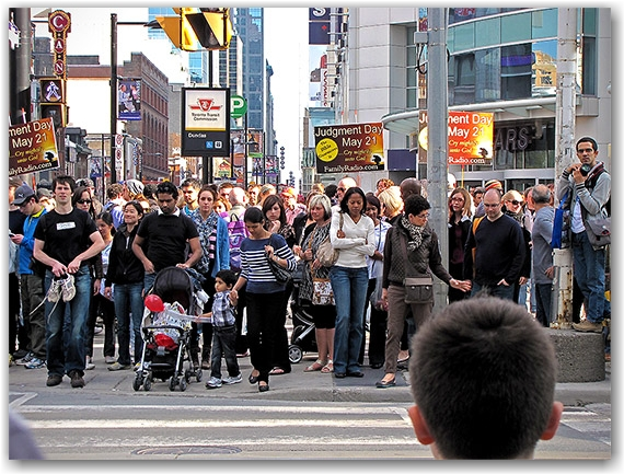 may 21, 2011, doomsday, yonge street, dundas street, intersection, crowd, toronto, city, life, blog