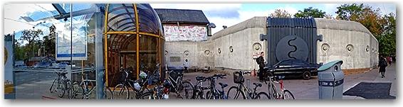 Gates at Dupont Station, Dupont and Spadina