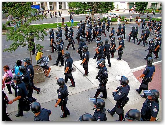 police, university avenue, g20, protests, toronto, city, life