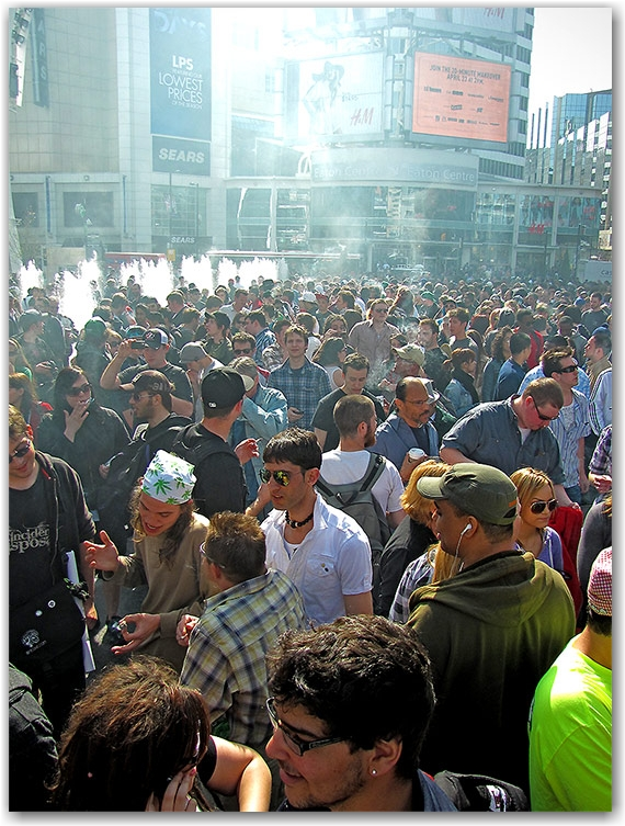 420, rally, demonstration, protest, pot, weed, cannabis, marijuana, yonge-dundas square, yds, toronto, city, life