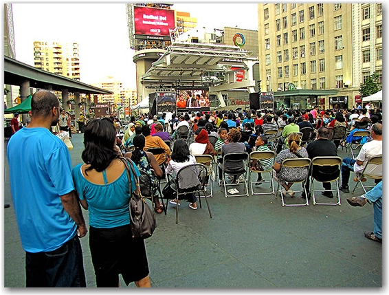 yonge-dundas square, free events, bollywood, film, movie, toronto, city, life