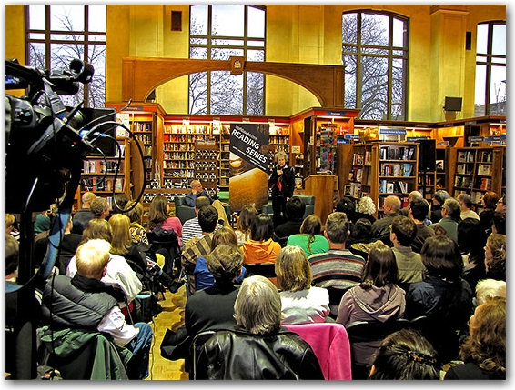 environment, eaarth, book signing, bill mckibben, margaret atwood, reading series, uot bookstore, toronto, city, life