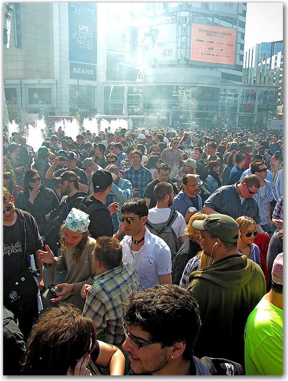 420, rally, demonstration, protest, pot, weed, cannabis, marijuana, yonge-dundas square, yds, toronto, city, life