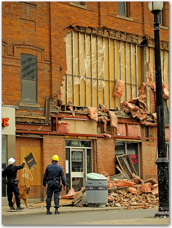 wall collapse, gould street, salad king, ryerson university, yonge street, toronto, city, life