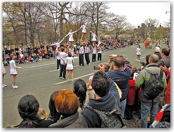 santa claus parade, 2009, yonge street, dundas street, university avenue, christmas, seasonal, holiday, parade, crowd, cheerleaders, queen's university, people, children, floats, toronto, city, life