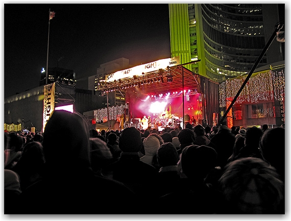 cavalcade of lights, 2009, show, crowd, show, stage, nathan phillips square, city hall, toronto, city, life