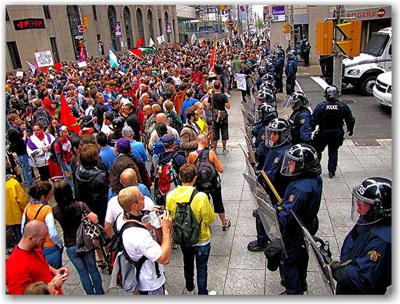 g20, protests, riots, richmond street, bay street, riot police, toronto, city, life