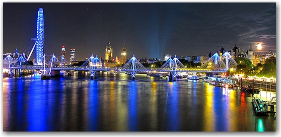 The Eye and a mysterious London moon. West from Waterloo Bridge.