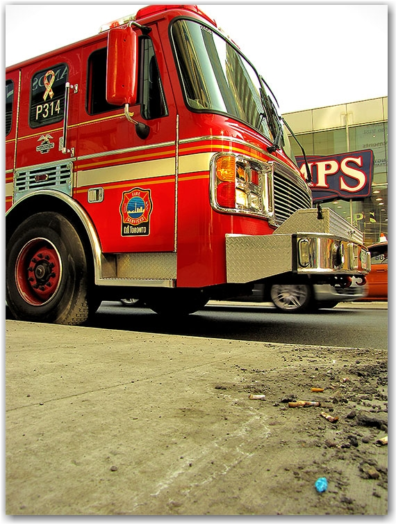 toronto fire department pumper, emergency response unit, yonge street, eaton centre, toronto, city, life