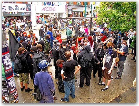 black bloc, vandals, protesters, rioters, queen street west, g20, toronto, city, life