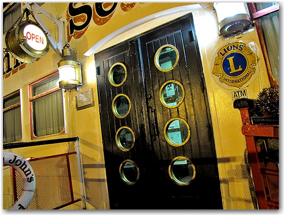captain john's restaurant, 1 yonge street, toronto, city, life