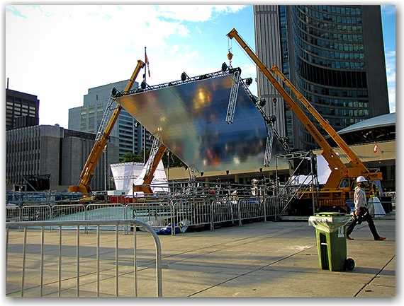 nuit blanche, exhibit, construction, nathan phillips square, city hall, toronto, city, life