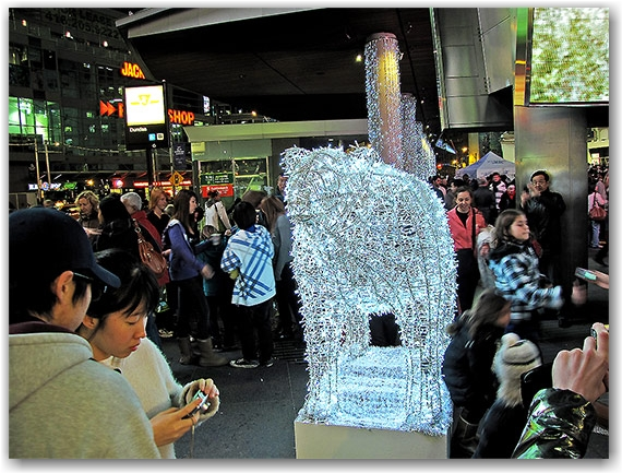 illuminite, 2009, decorations, yonge dundas square, yds, yonge street, dundas street, eaton centre, christmas, holidays, seasonal, events, crowd, group, presentation, celebration, lighting, ceremony, performance, toronto, city, life