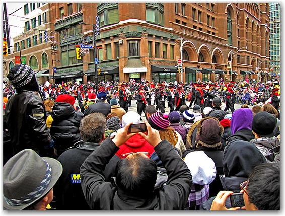 santa claus parade, 2010, yonge street, marching band, christmas, toronto, city, life