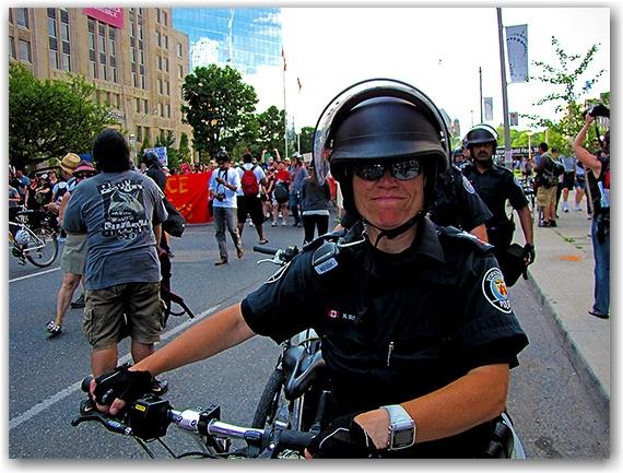 police, g20, protests, protesters, university avenue, ocap, toronto, city, life