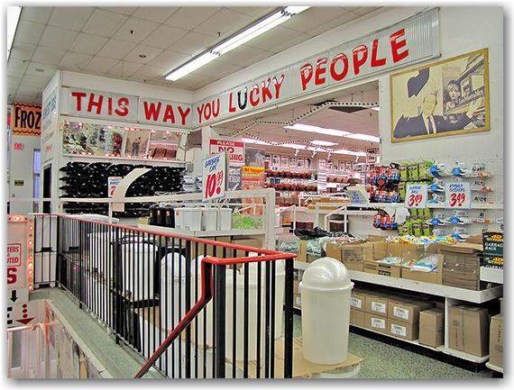 advertising, store, shop, merchandise, honest ed's, mirvhish, toronto, city, life