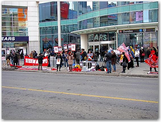 egypt protest, dmeonstration, yonge street, eaton centre, toronto, city, life