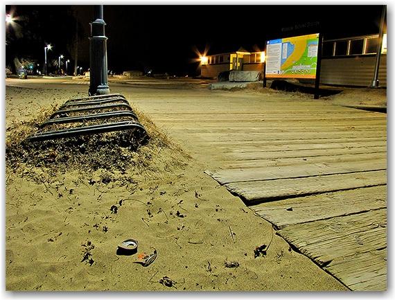 bicycle racks, bike, boardwalks, sand, woordbine beach, light pole, can, toronto, city, life