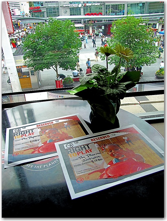 city chase, mitsubishi, yonge street, yonge-dundas square, hard rock cafe, toronto, city, life, blog