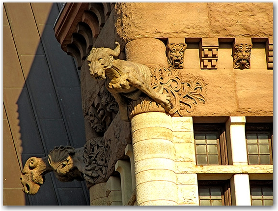 old city hall, carvings, stone, statues, statuettes, external, outside, decorations, toronto, city, life