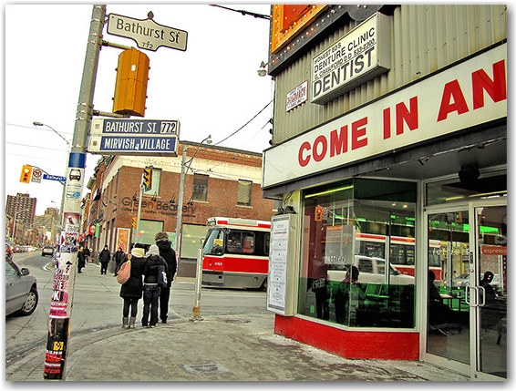 bathurst street, bloor west, honest ed's, mirvish village, store, shop, discount, bargain, cheap, pedesrians, streetcar, toronto, city, life