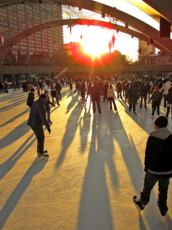 city hall, skating rink, skaters, ice, nathan phillips square, toronto, city, life