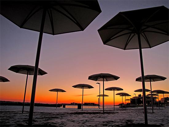 beach, lakeshore, waterfront, lake ontario, winter, sunset, toronto, city, life