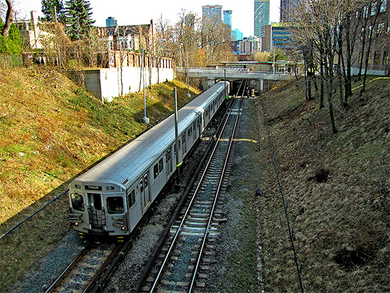 yonge, subway, trains, ttc, toronto transit commission, underground, toronto, city, life