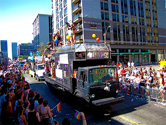 yonge street, pride parade 2010, toronto, city, life
