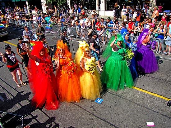 drag queens, pride parade 2010, yonge street,toronto, city, life